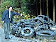 高萩市横川字道ノ沢地内、廃タイヤ1000本あまりが不法投棄された現場