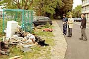 井手県議は地元助川吉洋市議とともに、寮長並びに管理者の説明を受けました。