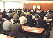 足立弁護士の講演「金融問題対策について」