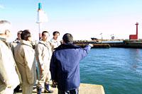 県議会農林水産委員会が久慈漁港を調査