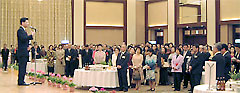 日韓親善新春の集いで挨拶する石井啓一衆議院議員