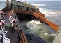 第1船倉の重油回収