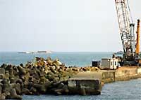 北朝鮮座礁船解体工事:クリックすると大きな写真をご覧になれます