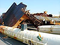 日立港第4埠頭に置かれているチルソン号のスクラップ