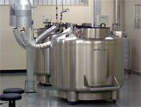 造血幹細胞を保管する液体窒素タンク