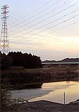 水道の取水口に土嚢が積まれた久慈川