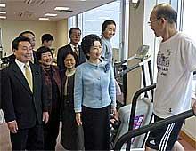 はまよつ敏子代表代行が大洋村の健康づくりを視察