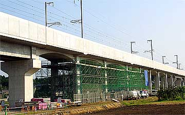 手抜き工事が表面化した第3萱丸高架橋:クリックすると大きな写真をご覧いただけます