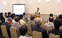 記念講演を行う漫画家の松本零士さん