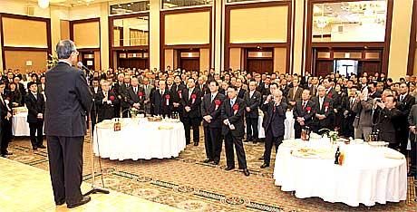 茨城県本部新春の集いで挨拶する神崎武法公明党代表