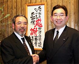 MTB古徳勉社長(左)と井手よしひろ県議