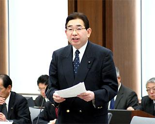 県議会予算決算特別委員会で質疑を行う井手よしひろ県議