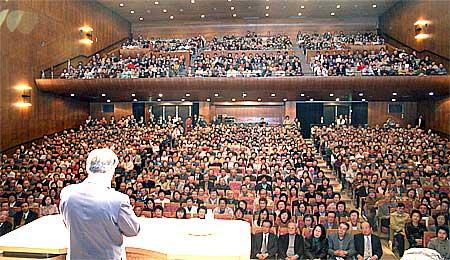 土浦市民会館で開かれた公明新聞愛読者大会