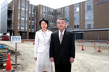 仲田好一支部長(市議)と吉川美保副支部長