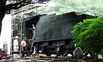 かみね公園で解体が進む蒸気機関車