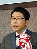 センター運営の抱負を語るNPOインパクトの代表理事梶修明さん