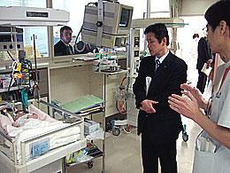 新生児NICUを視察する公明党県議団