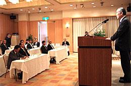 平成19年度日立港振興協会通常総会で挨拶する樫村千秋市長