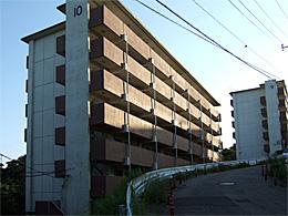 県営根道アパートの高層棟
