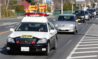 自家用車で避難訓練する車列、国道245号原子力機構前交差点付近で管理者が撮影