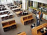 都立晴海総合高校の図書館