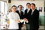 茨城県華僑総会へ募金を寄託